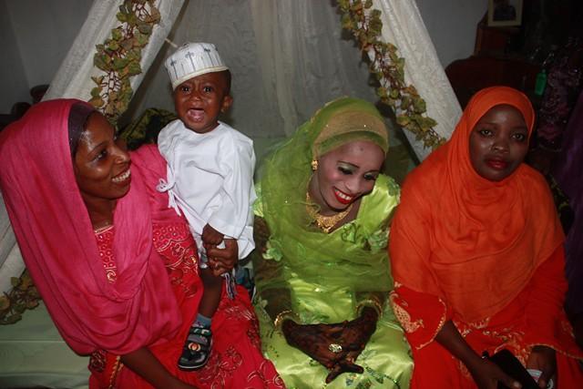 anni makes stool, wedding in Bububu 028.jpgedit