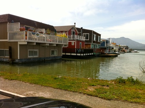 I want a houseboat
