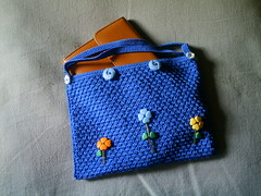 Petit sac bleu /little blue bag (chat&laine) Tags: blue flower fleur bag crochet coton bleu purse pearl perle pochette