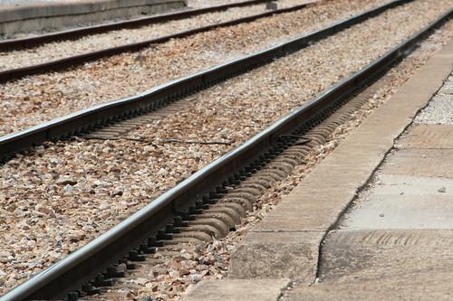 Un par de vías del tren.