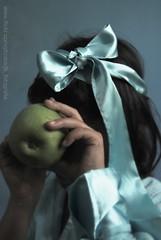 EVA (Jotabes) Tags: blue verde green apple azul eva manzana picture nia be fotografia gabriela jota timida avergonzada sonrojada