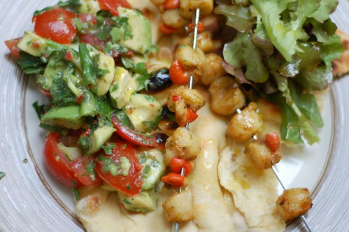 BBQ scallops with chunky guacamole and grilled flat breads