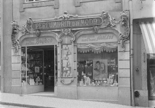Perfumaria da Moda, Rua do Carmo 5-7 (M. Novais, post 1943)