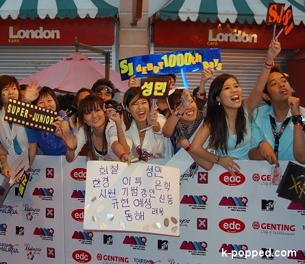 super junior fans on the red carpet