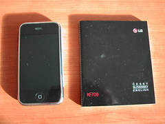 Apple iPhone vs. LG KF700