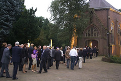 Wandeling over de begraafplaats (Omroep Brabant) Tags: show licht avond denbosch jubileum begraafplaats kerkhof viering omroepbrabant orthen wwwomroepbrabantnl 150jarig