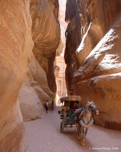 View to the Treasury, Petra, Jordan por Simon Purdy.
