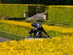 In the Italian Garden at Blenheim Palace (UGArdener) Tags: england sculpture green english bronze garden topiary unitedkingdom britain classicalsculpture unescoworldheritagesite unesco blenheim woodstock marlborough oxfordshire rococo hedges blenheimpalace englishgardens vanbrugh italiangarden churchillfamily goldenyews englishtravel
