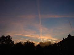 Yesterday dawn from window-5 (Julie70 Joyoflife) Tags: sky london window night clouds plane evening unitedkingdom dusk trace londres angleterre 2008 fenêtre avion contrelumière photojuliekertesz apusul