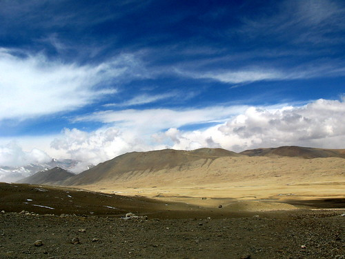 Beautiful scenery towards heading Gurudongmar Lake