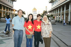 Parents and Vietnamese! (zahcesc) Tags: brunei sseayp2008 menglaitgdg zahcesc
