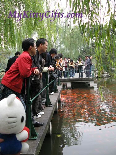 Hello Kitty Mingling with the Local People in Red Carp Lake of Peony Garden, HangZhou