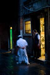 cook & smoke (Timothy P. Icture) Tags: italien venice italy night nikon italia nikkor fx venezia venedig d3 nachtaufnahmen 2870mmf28d