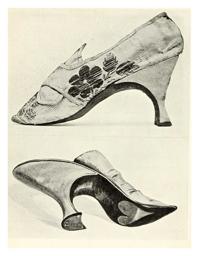 025-Zapatatos de señora siglo XVIII-Royal and historic gloves and shoes – 1904- Redfern W. B