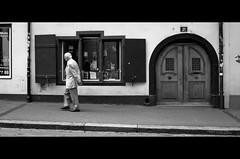 Basel Klosterberg. (MK<) Tags: street bw white black monochrome switzerland blackwhite pentax widescreen streetphotography basel sw schwarzweiss weiss schwarz  cinemascope antiquarianbookshop ishootraw pentaxlimited klosterberg pentaxk7