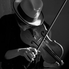 Lets dance with a gipsy song now... (* Ahmad Kavousian *) Tags: seattle light bw musician girl bravo violin streetperformer 2b artlibre obramaestra