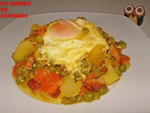 Huevos escalfados-plato cerca