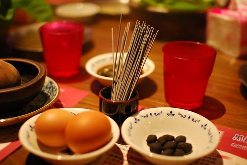 竹炭麵線+竹炭土豆+土雞蛋