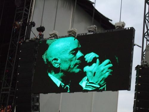 Michael Stipe (R.E.M.) sings live
