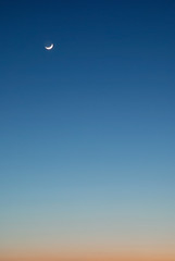 Alone in the sky (Paulo Brando) Tags: blue sky orange moon lune mond nikon himmel cu luna minimal ciel cielo lua paulo  hemel  maan      nikkor1870     d80 brandao platinumphoto diamondclassphotographer flickrdiamond  paulobrandao