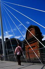 La tela del ragno // Spider Web (Raffaello Lamonaca) Tags: uk bridge london walking person persona ponte hungerford canonpowershota95 rays passing londra raggi excellence camminare yougotit plus4 passare plus4excellence invitedphotosonlyplus4