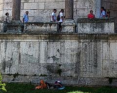.... a la sombra de palacio (pandorga) Tags: sleeping summer croatia palace verano siesta pepe split 2008 croacia palacio dalmatia kroatien perico pandorga dalmacia hvratska hrvastka diocleciano siestecita miraquenomirarprimero