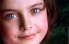 Little Angel (Mitra Mirshahidi-) Tags: blue portrait green eye girl smile nice eyes child blueeyes littlegirl greenback  opop