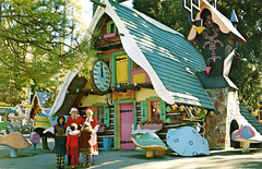 Santa's Village Skyforest (ittybittybirdy) Tags: christmas gingerbreadhouse themepark santasvillage