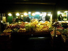 fruity night (kurt schlosser) Tags: seattle leica night pikeplacemarket fruitstand publicmarket