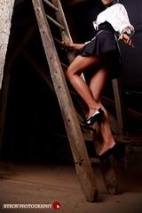 Kövess! / Follow me! (Balázs B.) Tags: brown girl beautiful beauty fashion canon ladder barna lány szép canonef24105mmf4lisusm csinos dorci strobist 40d létra