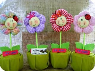 jarrinhos de flores by kau uzeda