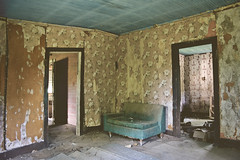 (yyellowbird) Tags: wallpaper house abandoned room couch missouri