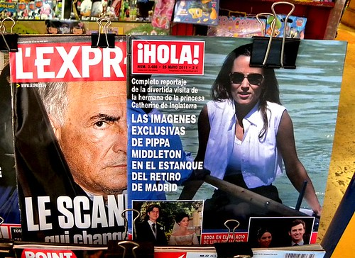 DSK and Pippa on a Bologna newsstand