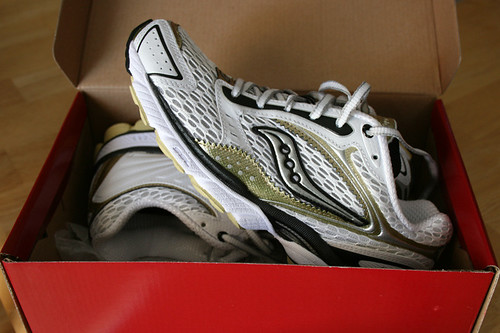 shoes running triumph saucony