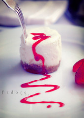 inLove! (Jadore Allure) Tags: 3 k cake cheese yummy photos cheesecake delicious your bella pp allure jadore looooooool iloveutoo fnana noofa ilovebella bellacake bellastrawberry bellajadoreallure bellafork bellamacro saysjadore