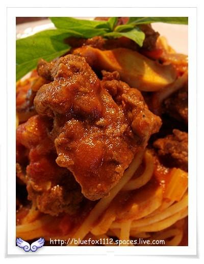 080725CalaCala義大利廚房11_義大利麵  裡的沙朗牛肉