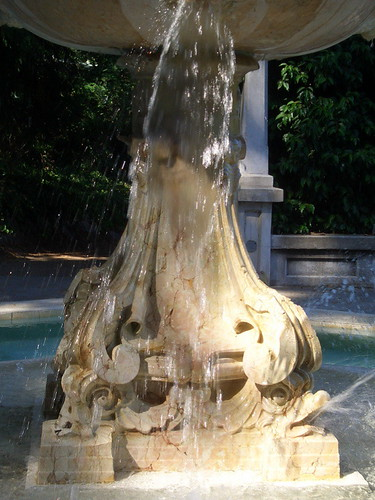 lithia fountain detail