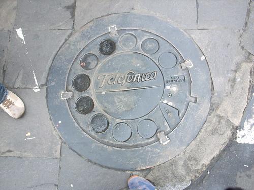 Manhole cover affordance