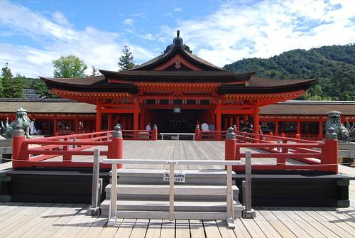 Itsukushima jinjya 27d 高舞台・本社祓殿.JPG