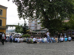 TRABZON - Cuma Namazı (Friday Prayer) (Andra MB) Tags: street people turkey prayer praying turkiye friday 2008 tre blacksea karadeniz trabzon turkei mareaneagra turcia cumanamazı trapezunt trebizond stphotographia