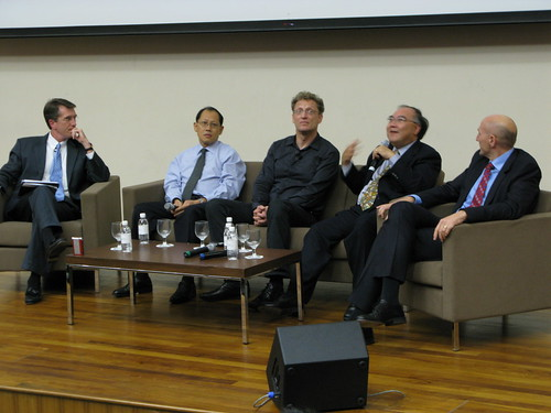 From L: SMUs John Davis, Andrew Lee of OCBC, Andreas Weigend, Quek Peck Leng of Singtel Mobile and Accors Michael Issenberg