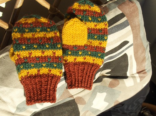 Small mittens with Fana stripes