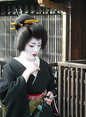 Kotoha's Erikae (fuyou-hime) Tags: pink red white black green gold tiger bamboo maiko geiko geisha kimono gion camellia kitsuke katsura shimada erikae kotoha kobu hikizuri nihongami
