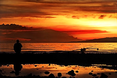 Lovers Quarrel (jeridaking) Tags: city sunset sea sky sun reflection canon puddle 350d bay boat fisherman san asia southeastasia afternoon fishermen horizon philippines warmth lovers filipino rebelxt antonio ralph pinoy visayas banka quarrel leyte ormoc bisaya bisdak ormocanon jeridaking matres fortheloveofphotography leytephotographer ormocphotographer