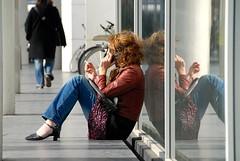 Calling Twins (FaceMePLS) Tags: highheels nederland thenetherlands streetphotography cellphone denhaag smoking jeans denim youngwoman gsm sigaret roken fumer cigaret mobieltje spijkerbroek nikond200 straatfotografie facemepls hogehakken jongevrouw