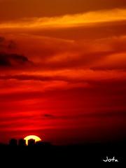 Entardecer em So Paulo (de Paula FJ) Tags: sunset sky sun clouds lights moments cu luzes atmosfera detalhes poente