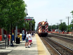 Metra commuter train in Downers Grove, IL, heading for downtown Chicago (by: Peter Harding; creative commons license)