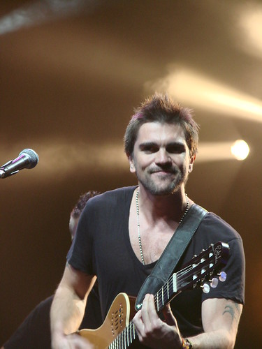 Juanes- playing guitar