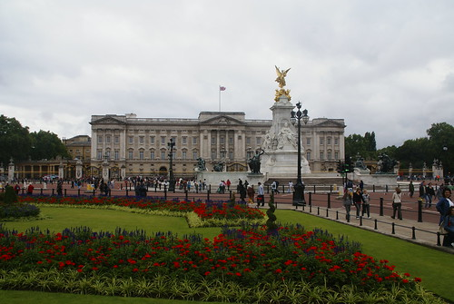 Buckingham Palace by dbaron.