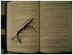 study , ready , life (Matteus Oberst) Tags: glasses book que menina livros roubava